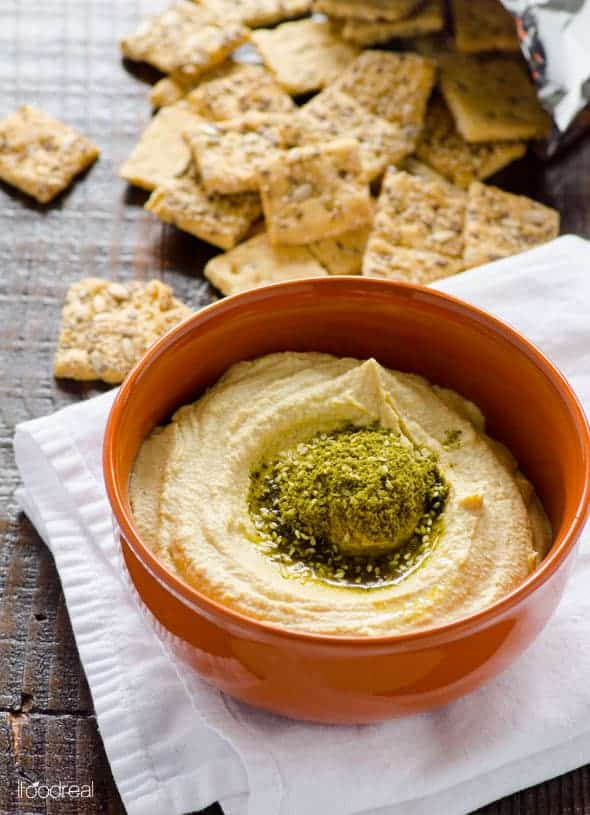 Easy and Healthy Garlic Hummus Recipe made in a blender for the most fluffy and creamy hummus you have ever tried. And its ingredients are so easy!