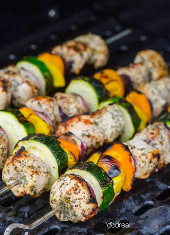 Greek Chicken Kabobs Recipe flavoured in as little as 30 minutes marinade, then grilled on skewers with vegetables for the most delicious and healthy chicken souvlaki.