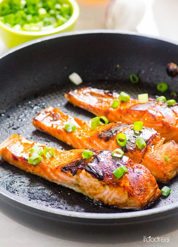Honey Garlic Salmon Recipe quickly marinated in honey, lemon and garlic marinade. Then panfried until crispy on the outside and juicy inside. | ifoodreal.com