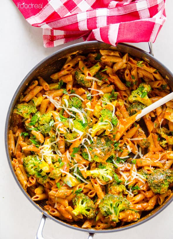 18 Healthy One Pot Meals Recipes with chicken, turkey, pasta, quinoa, and many vegetarian one pan meals that are easy and quick to clean up. | ifoodreal.com