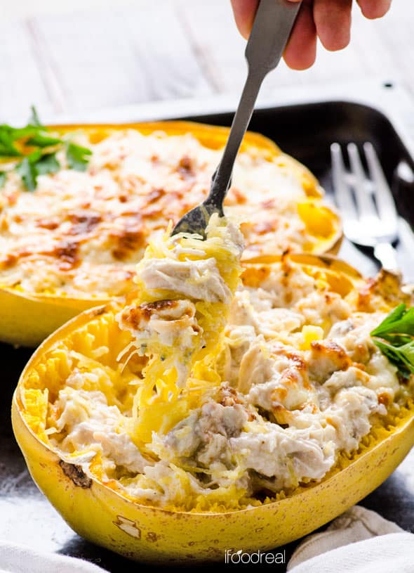 Spaghetti Squash Boats Recipe with chicken and creamy Greek yogurt Alfredo sauce. Healthy comfort food. | ifoodreal.com