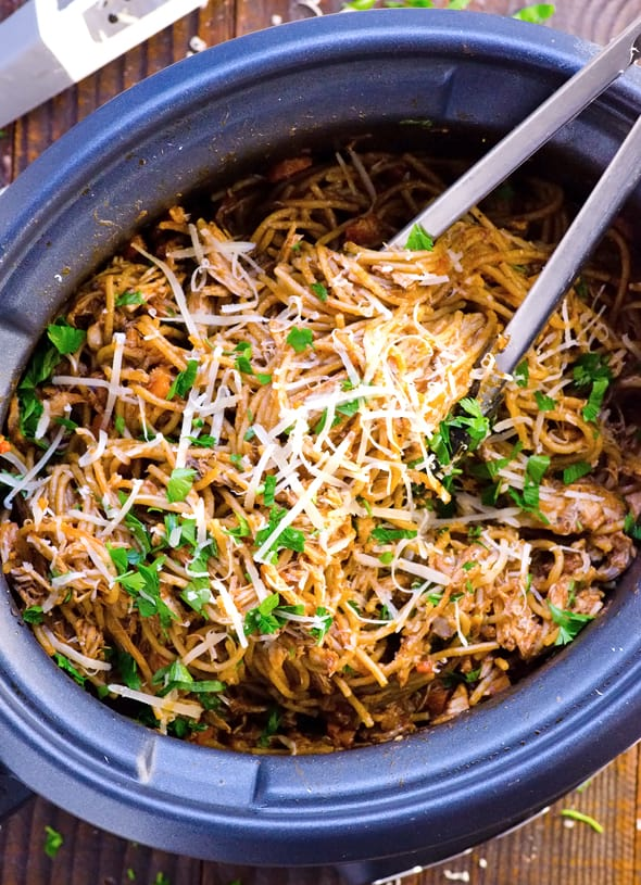 Easiest Slow Cooker Chicken and Spaghetti is a true 10 hour crockpot chicken spaghetti recipe with whole wheat pasta, tomato sauce and spices. | ifoodreal.com