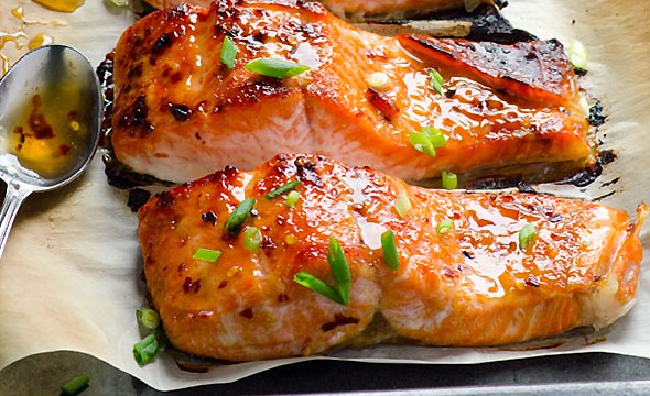 thai broiled salmon garnished with green onions