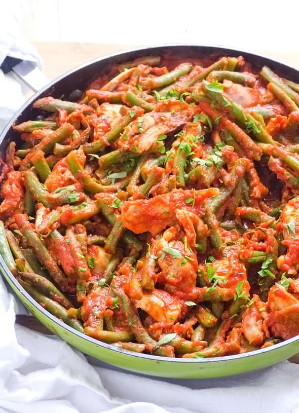 Saucy Green Beans and Chicken is a 4 ingredient one pan healthy dinner recipe with green beans, chicken breast, tomato sauce and tomato paste. | ifoodreal.com