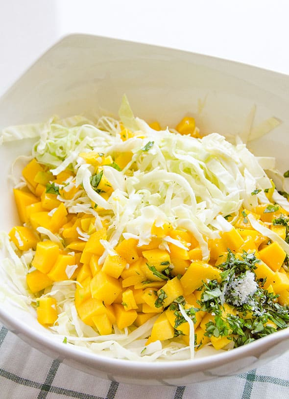 Mango Slaw with 5 ingredients and no oil. This delicious juicy salad recipe is great for burgers, fish tacos or as a salad. | ifoodreal.com