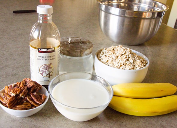 Healthy Oatmeal Muffins Recipe with applesauce, banana, no sugar and no flour. Easy, delicious and the best breakfast on the go.