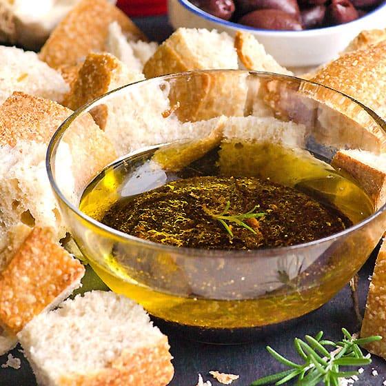 Garlic, Olive Oil and Balsamic Vinegar Dip