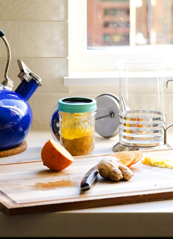 Anti Inflammatory Tea is a healing tea recipe with turmeric, ginger, apple cider vinegar and raw honey. It tastes pretty amazing. | ifoodreal.com