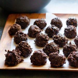 Healthy Chocolate Coconut Balls