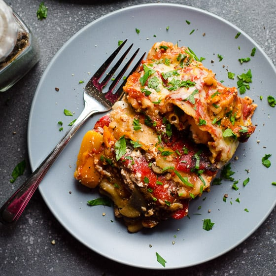 Slow Cooker Mushroom Roasted Red Pepper Lasagna