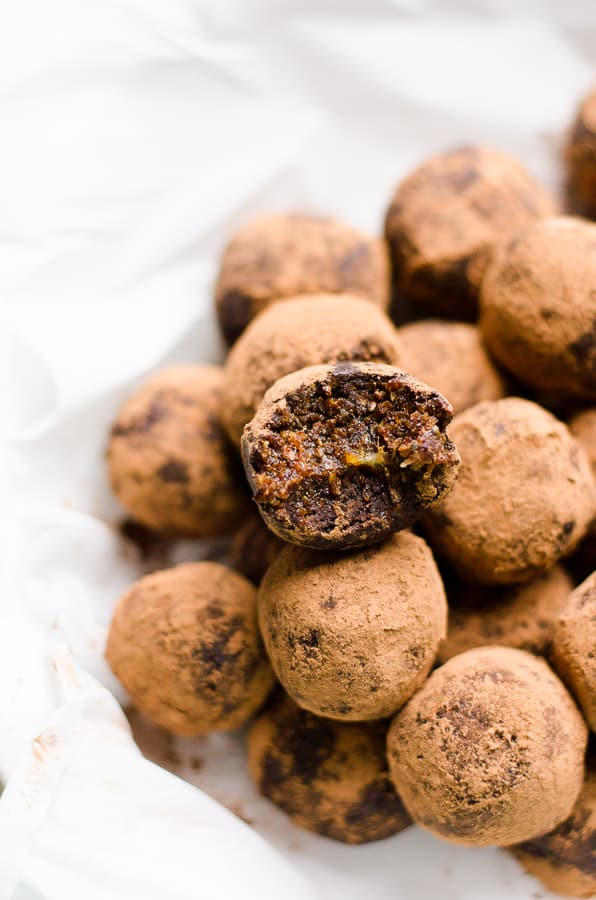 Healthy rum balls recipe with toasted nuts, dates, cacao powder, rum, spices, oats and chia seeds. THE BEST healthy chocolate rum balls! | ifoodreal.com