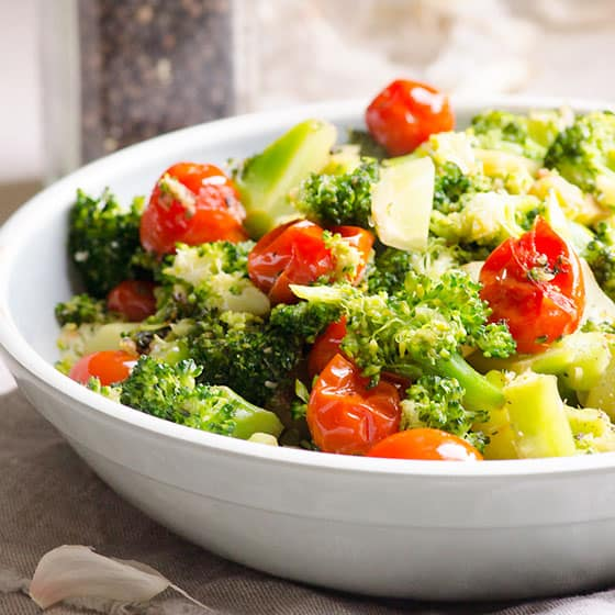 Sauteed Garlic Broccoli with Tomatoes