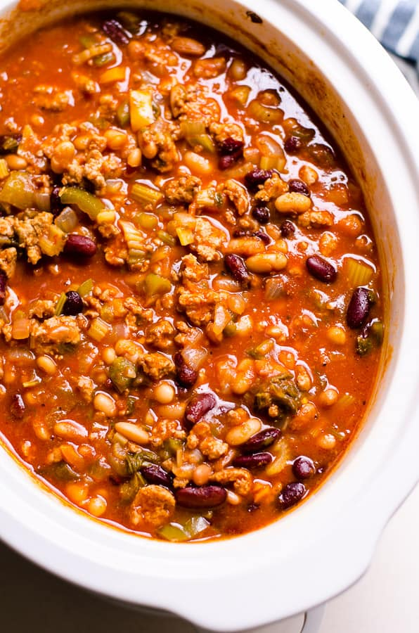 Healthy Chili Recipe from The Biggest Loser cooked on a stove or in a slow cooker (crockpot) with ground turkey, beans, celery and peppers for the best healthy chili on the web.