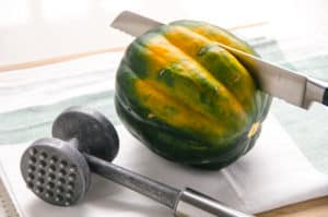 how do you cut an acorn squash step by step