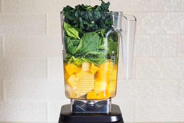 namgo, spinach and kale in a blender to make green smoothie