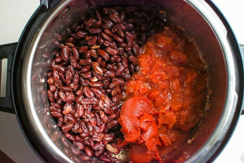 Easy Instant Pot Chili Recipe with canned beans and ground turkey with many tips how to make the best chili in Instant Pot.