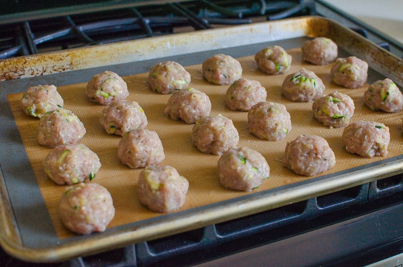How to make easy healthy turkey meatballs without breadcrumbs juicy inside and golden outside. You can also freeze them!
