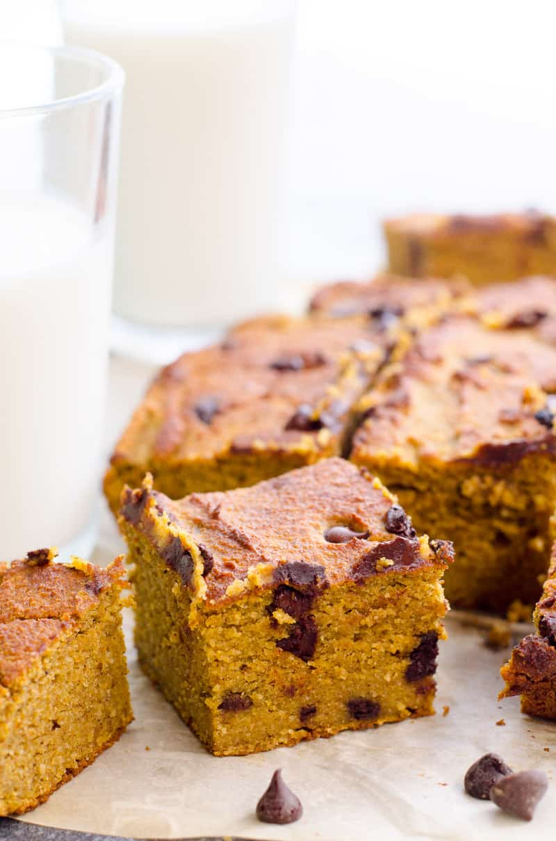 Easy and Healthy Pumpkin Bars Recipe with oatmeal, almond flour and chocolate chips. Delicious guilt free treat on a chilly fall day entire family will love!