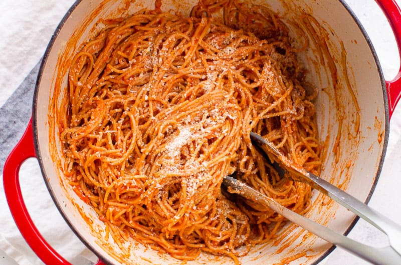 spaghetti with tomato sauce in a pot is quick healthy dinner idea