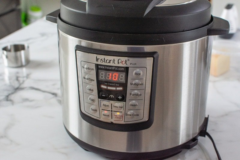 instant pot display saying 10 minutes