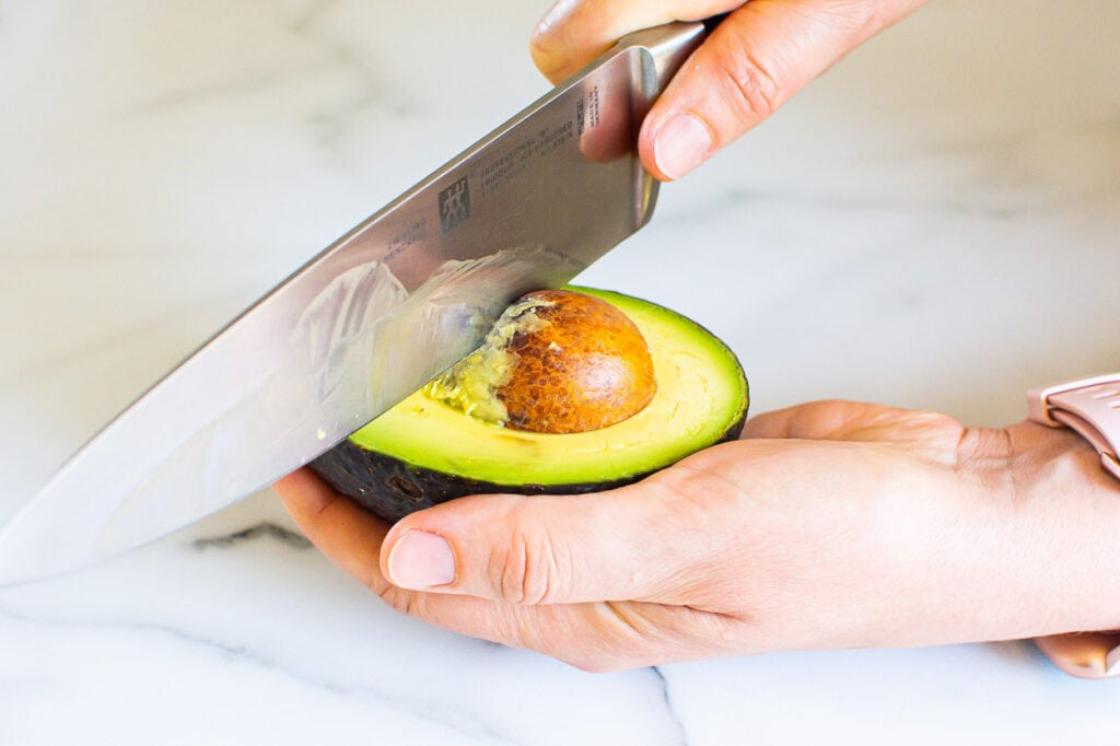 how to remove avocado seed