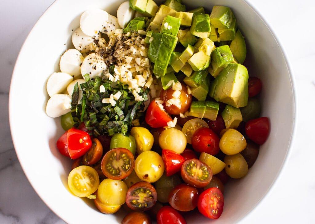 how to make tomato mozzarella salad