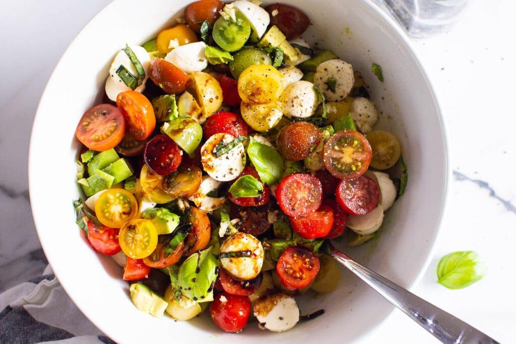 how to make tomato mozzarella salad with balsamic