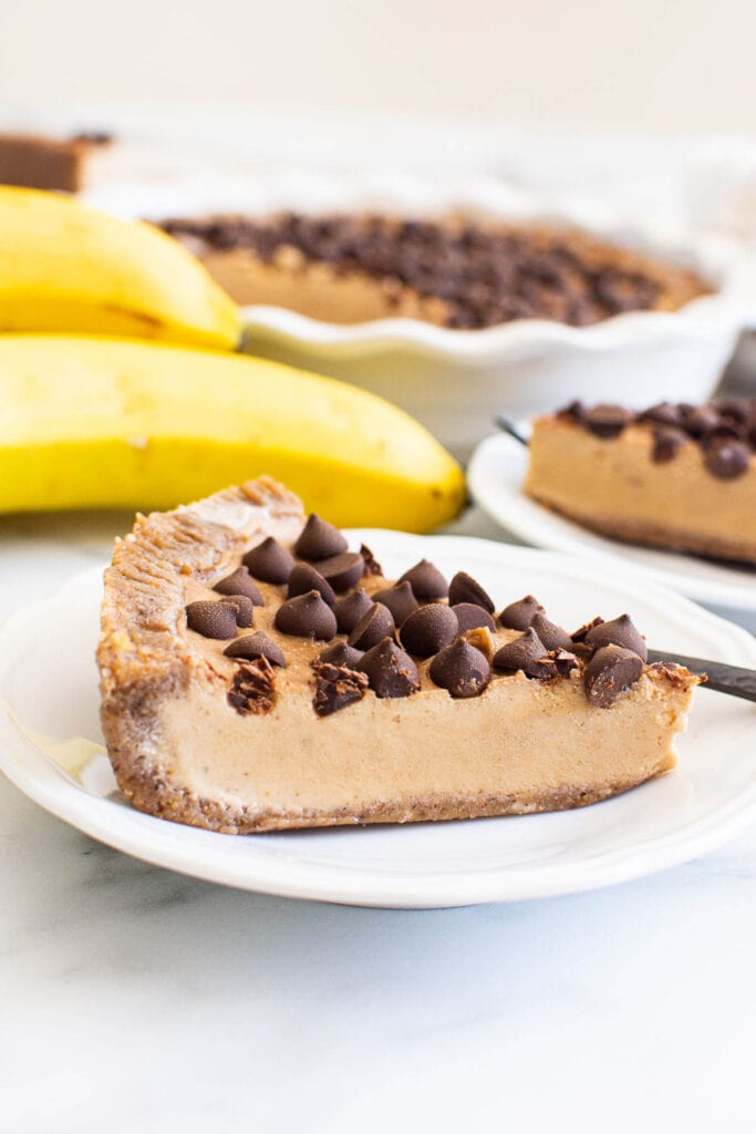 no bake peanut butter pie with pie on plate and bananas