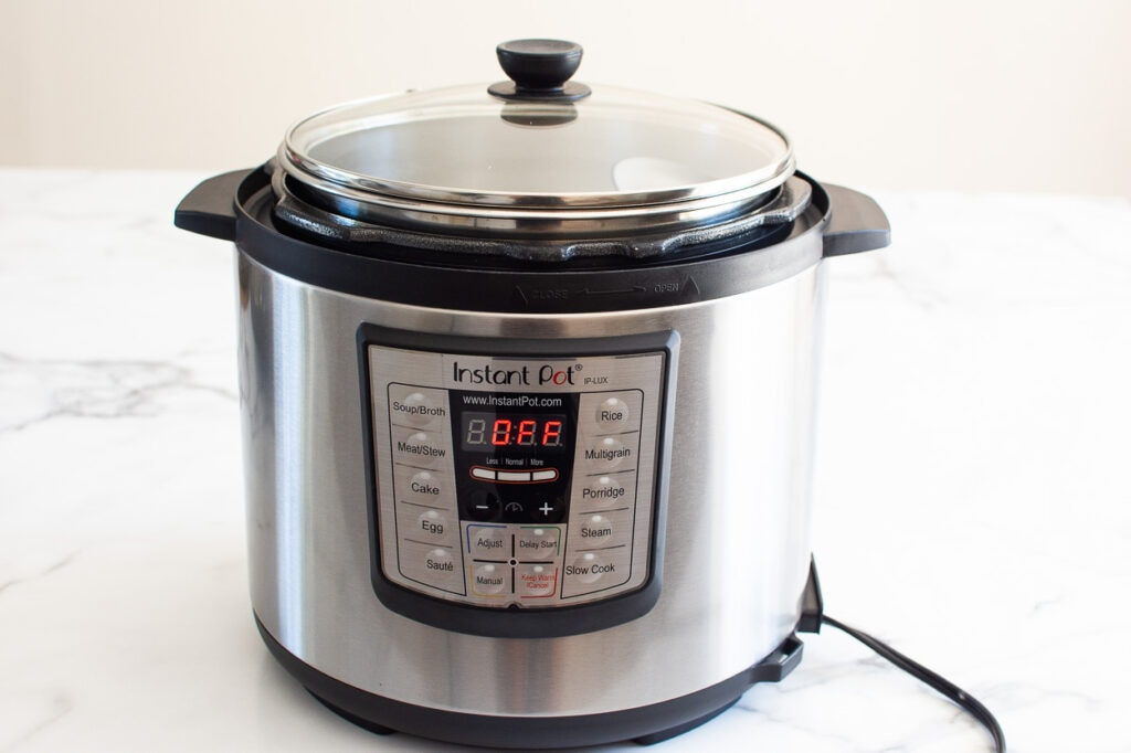 instant pot with glass lid on kitchen counter